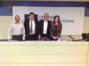 De izquierda a derecha: el profesor Ángel Serrano, el profesor Álvaro García Tejedor, Jenaro Gallego y la profesora Olga Peñalba