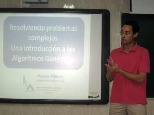 El Profesor Pedro Javier Herrera presentando la charla